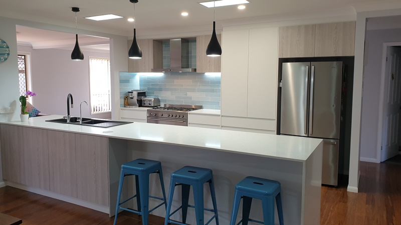 coastal kitchen design with waterfall bench